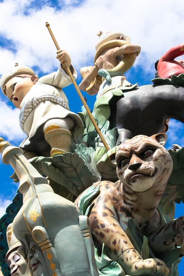 Het standbeeld van de het papier-machékunst van Lasfallas voorafgaand aan het branden in Valencia stock foto
