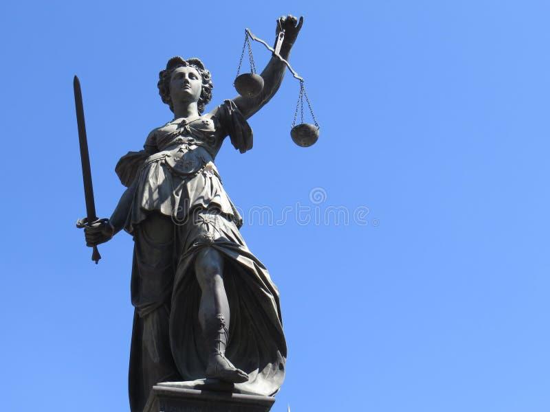 Het standbeeld van de rechtvaardigheidsvrouw royalty-vrije stock afbeeldingen