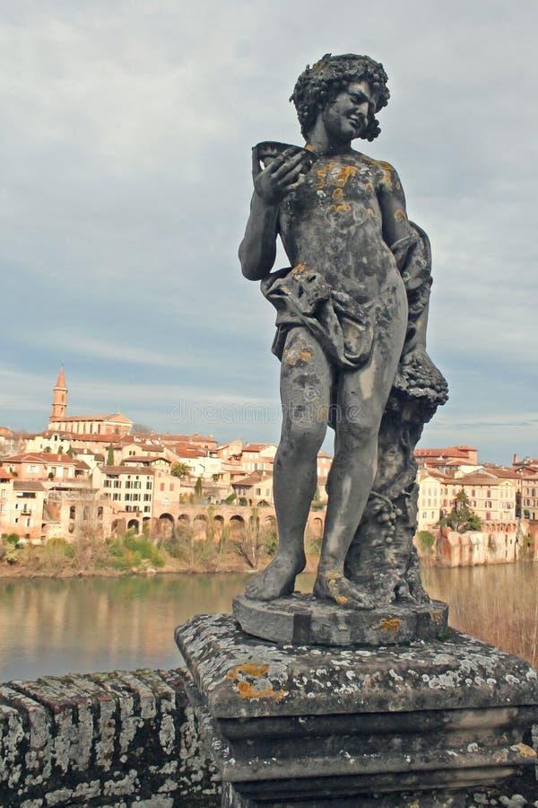 Het standbeeld van de renaissance met Albi stad en de Rivier van de Tarn royalty-vrije stock afbeelding