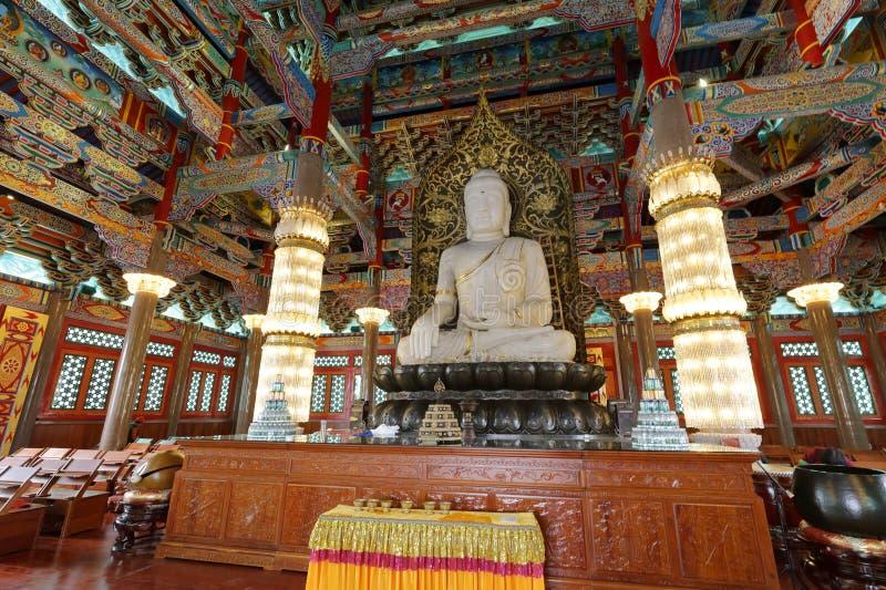 Het standbeeld van de Sakyamunijade in de tempel van het meishansiklooster royalty-vrije stock afbeeldingen