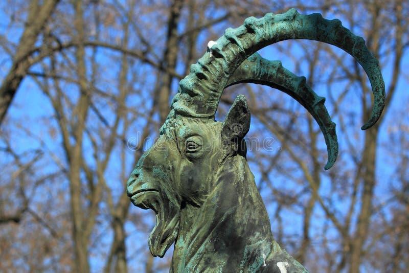 Het standbeeld van de steenbok royalty-vrije stock afbeelding