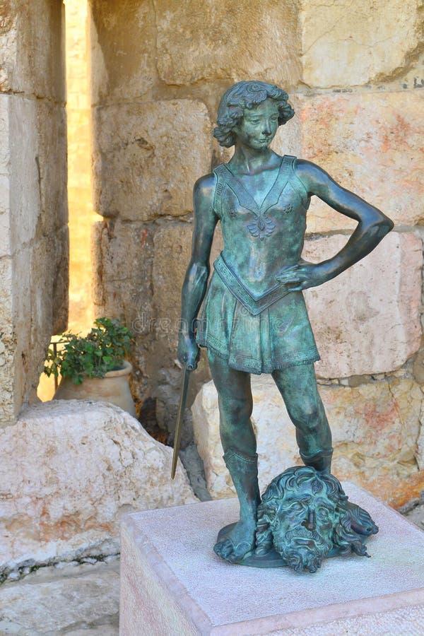 Het standbeeld van een jonge koning David royalty-vrije stock foto's