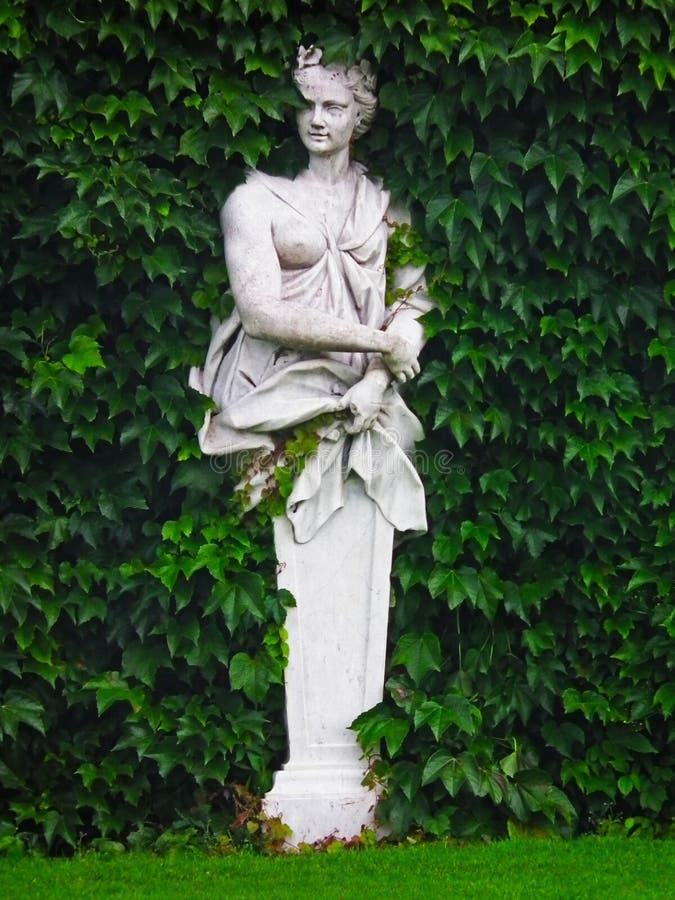 Het standbeeld van een mooie vrouw royalty-vrije stock afbeeldingen