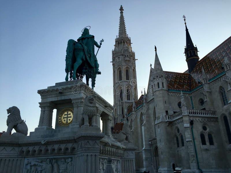 Het standbeeld van heilige Matthias in Kasteeldistrict, Boedapest royalty-vrije stock foto