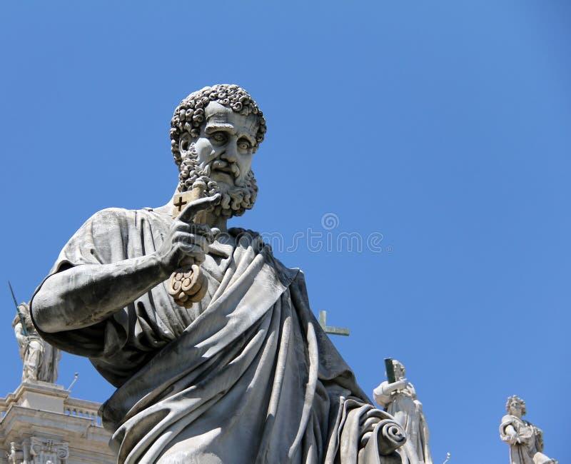 Het standbeeld van heilige Peter in het Vatikaan stock afbeeldingen