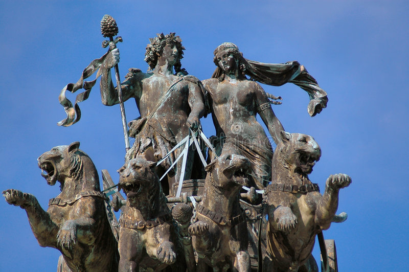 Het Standbeeld van het Huis van de opera in Dresden, Duitsland royalty-vrije stock fotografie