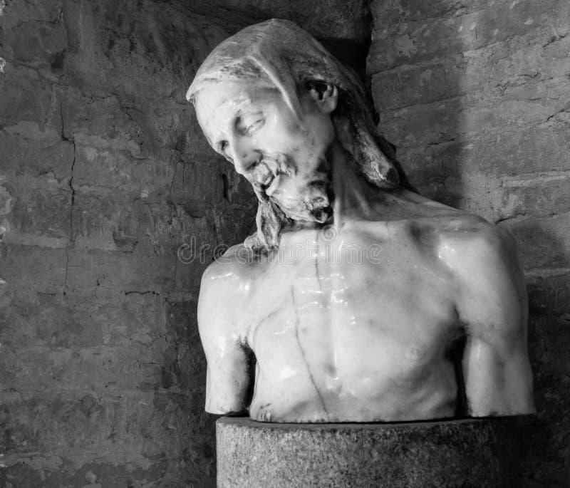 Het standbeeld van Jesus binnen Basilica Di Aquileia stock foto
