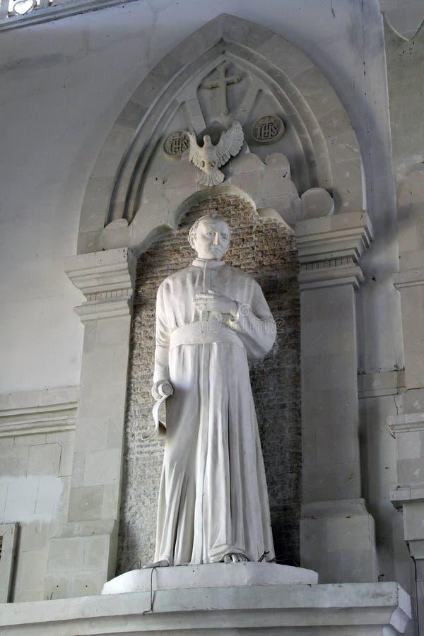 Het standbeeld van Johannes Paulus II binnen de Heilige Geestkathedraal van C royalty-vrije stock foto