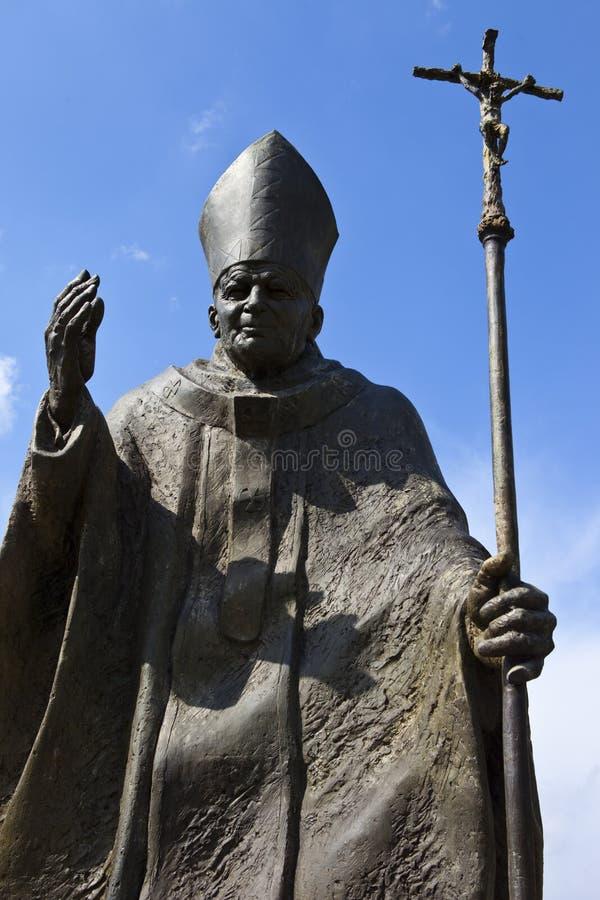 Het Standbeeld van John Paul II van de paus in Suwalki - Polen stock foto's