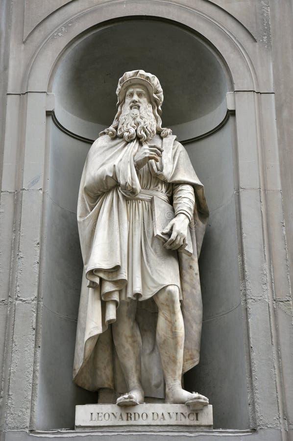 Het standbeeld van Leonardo da Vinci, Florence, Italië royalty-vrije stock afbeelding