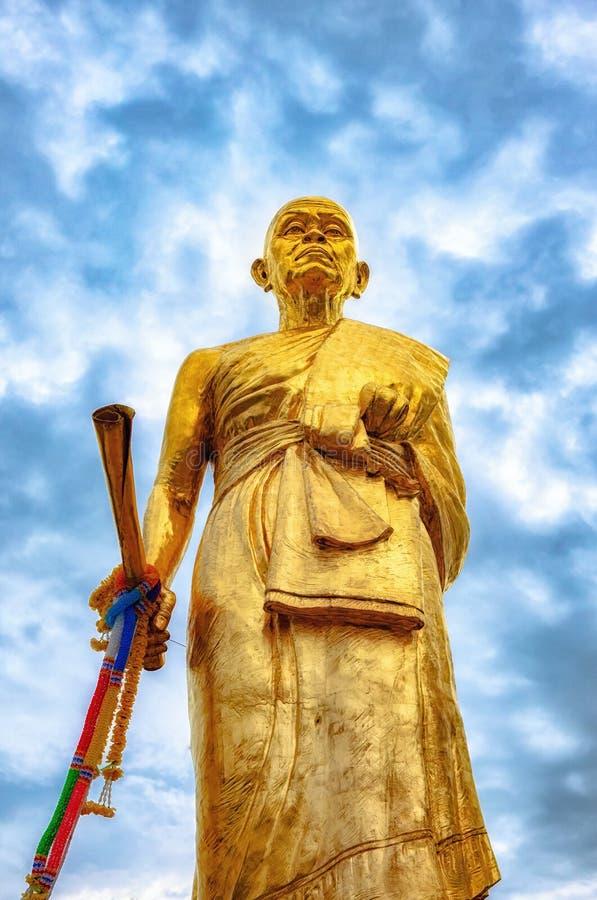 Het Standbeeld van Luangpho Koon bij de Tempel van Verbodsrai, Wat Ban Rai Nakhonratch stock foto