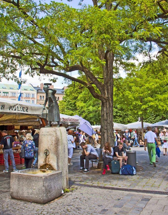 Het standbeeld van München, Duitsland - Ida Schumacker-in Viktualienmarkt stock fotografie