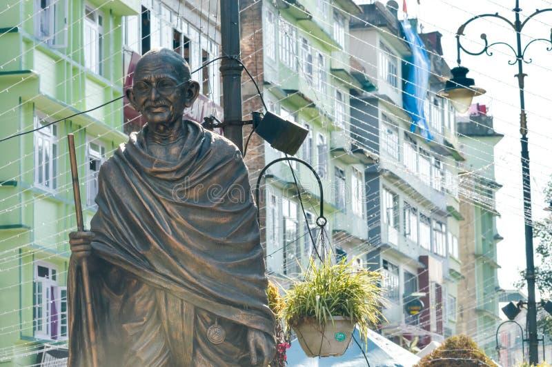 Het standbeeld van Mahatma Gandhi in MG Marg dichtbij wandelgalerijweg, Gangtok, Sikkim, India één van het meest bezocht in de st stock foto
