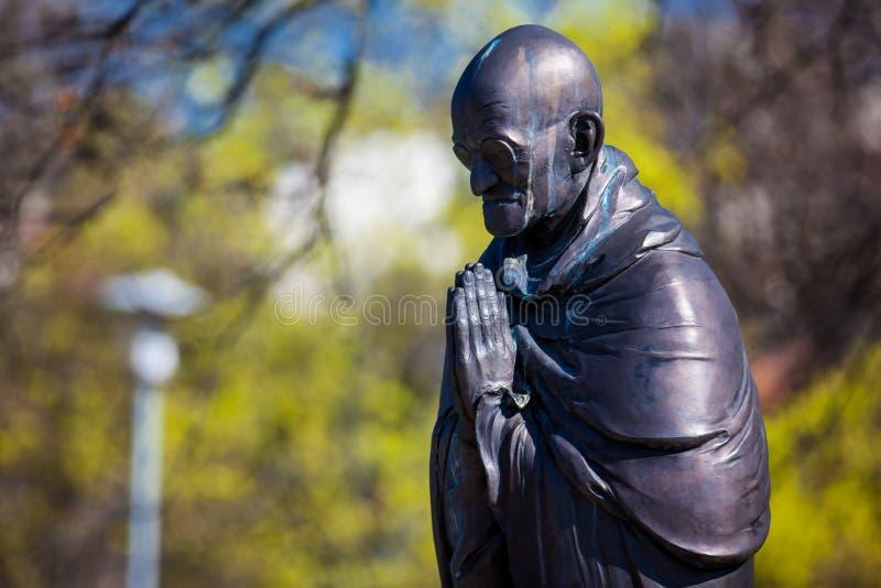 Het standbeeld van Mahatmagandhi bij de Tuin van Filosofie die bij Gellert-heuvel in Boedapest wordt gevestigd stock fotografie