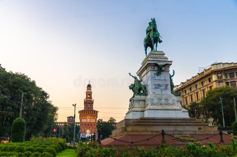Het standbeeld van monumentengiuseppe garibaldi, Milaan, Lombardije, Italië royalty-vrije stock afbeelding