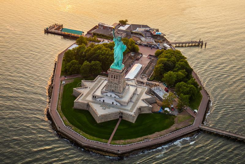 Het Standbeeld van New York van Vrijheid van satellietbeeld stock fotografie