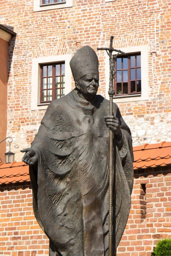 Het standbeeld van pausheilige Johannes Paulus II in het Koninklijke Kasteel van Wawel royalty-vrije stock afbeelding