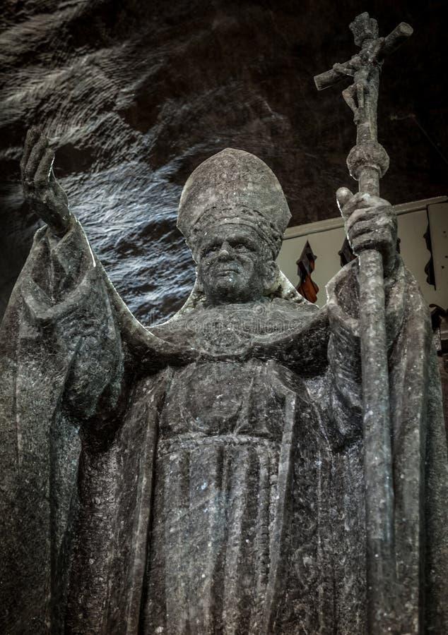 Het standbeeld van pausjohannes paulus ii in St Kinga Kapel stock foto