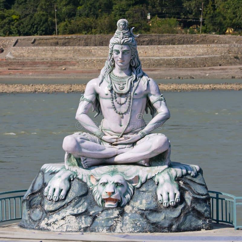 Het standbeeld van Shiva in Rishikesh, India royalty-vrije stock afbeeldingen