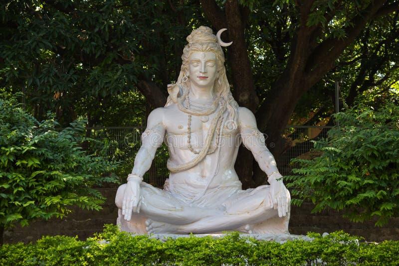 Het standbeeld van Shiva in Rishikesh, India stock afbeeldingen