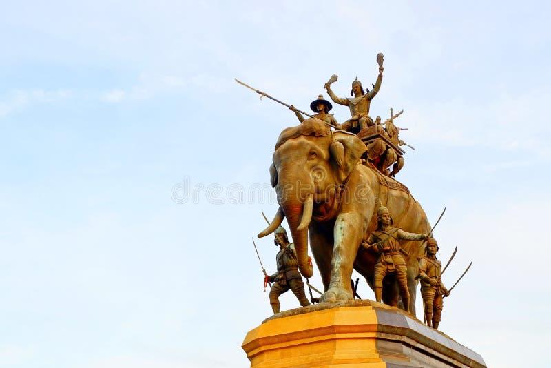 Het standbeeld van Thaise Koning, maakt toekomstige generaties het goed herinneren royalty-vrije stock afbeelding
