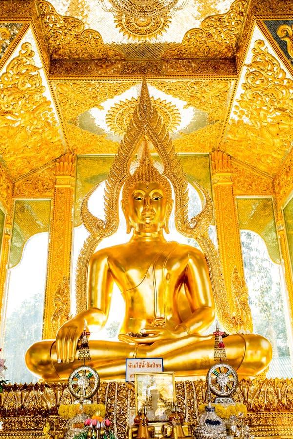 Het standbeeld wat phratajhaduang lumphun Thailand van Boedha royalty-vrije stock afbeeldingen