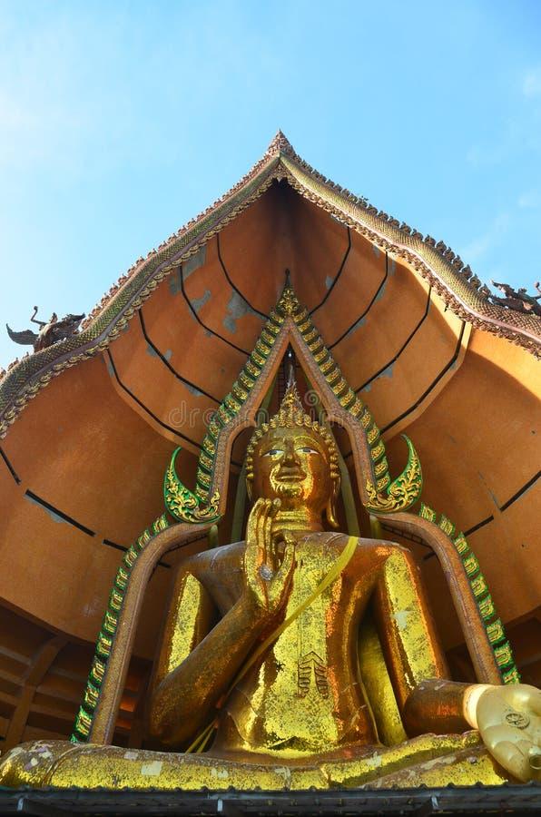 Het standbeeld Wat Tham Sua Kanchanaburi van Boedha stock foto