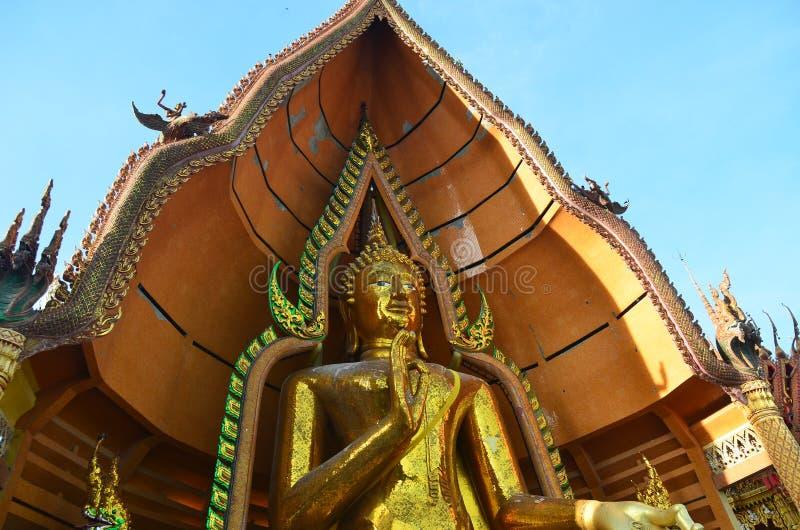 Het standbeeld Wat Tham Sua Kanchanaburi van Boedha royalty-vrije stock foto's