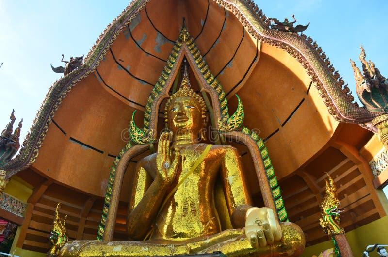 Het standbeeld Wat Tham Sua Kanchanaburi van Boedha royalty-vrije stock afbeeldingen