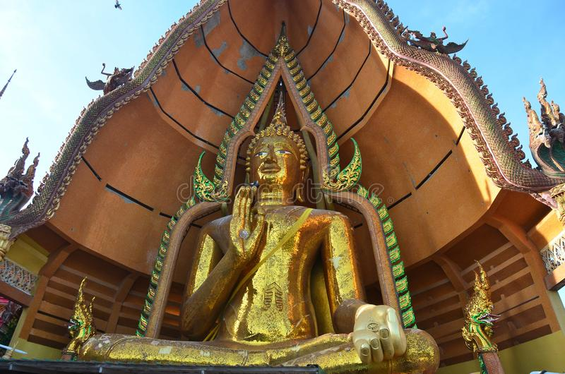 Het standbeeld Wat Tham Sua Kanchanaburi van Boedha stock afbeelding