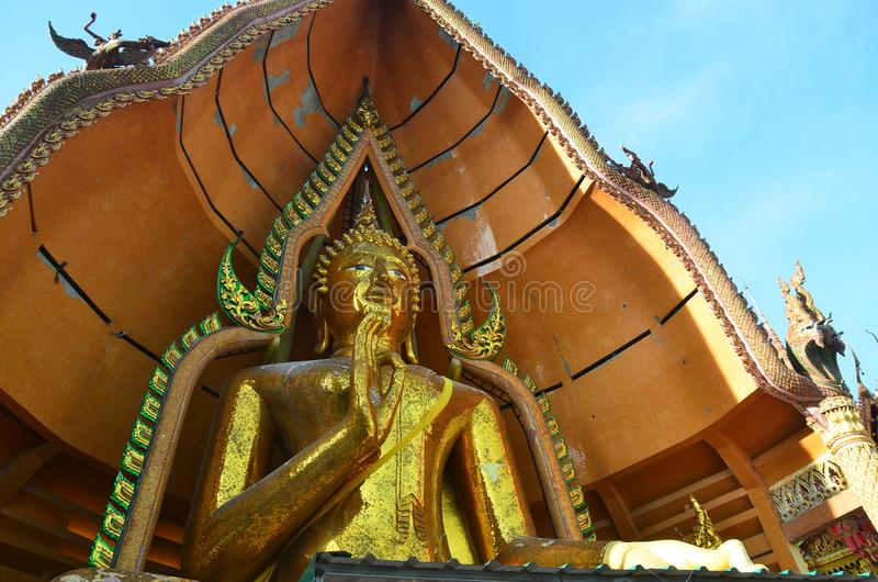 Het standbeeld Wat Tham Sua Kanchanaburi van Boedha stock afbeeldingen