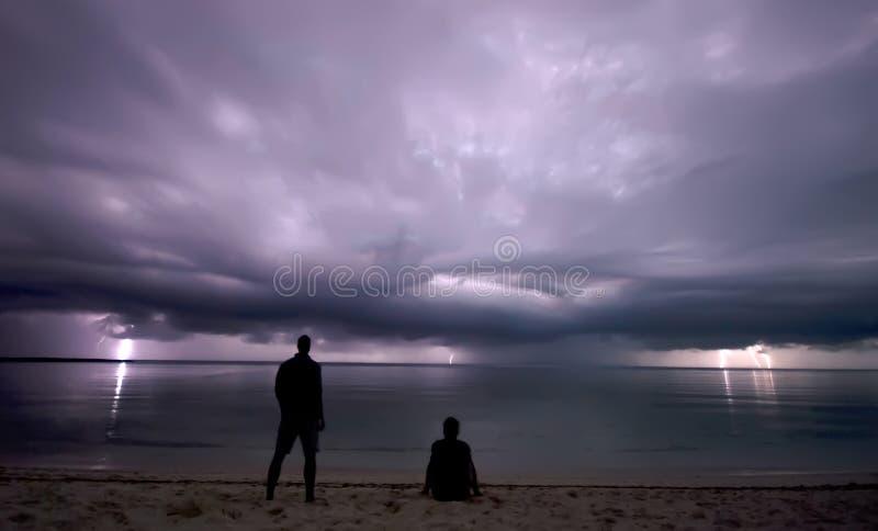 Het staren van het bliksemonweer