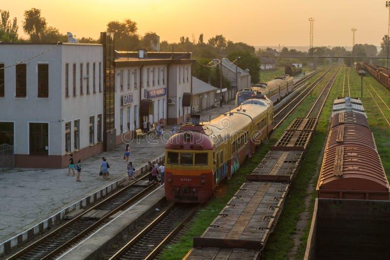 Het Station diesel van Moldavië trein in graffity stock foto