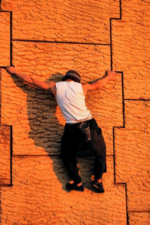 Het stedelijke Beklimmen van de Muur stock fotografie