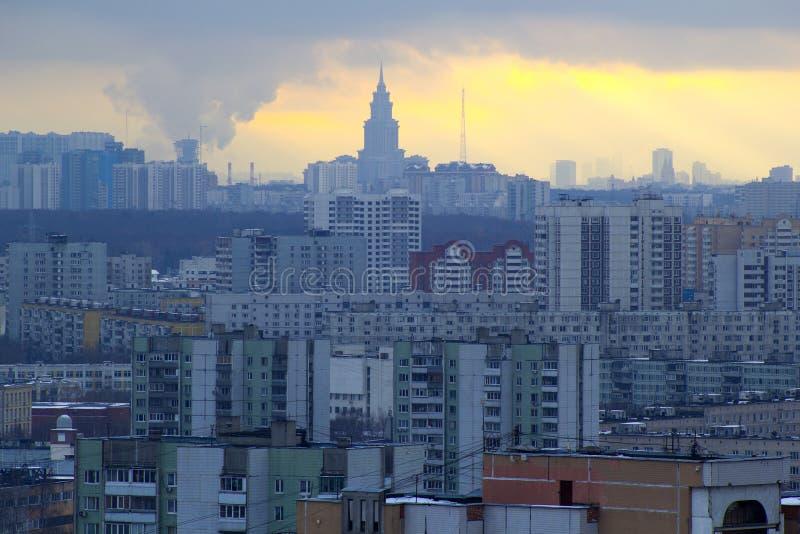 Het stedelijke landschap van grote steden en megastadën royalty-vrije stock afbeelding