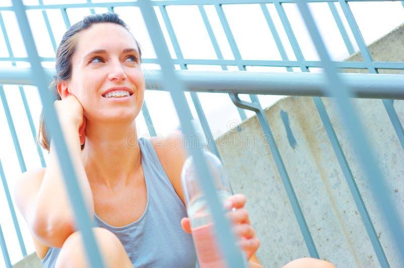 Download Het Stedelijke Rijpe Uitoefenen Van De Vrouw Stock Afbeelding - Afbeelding bestaande uit volwassen, atleet: 10783605