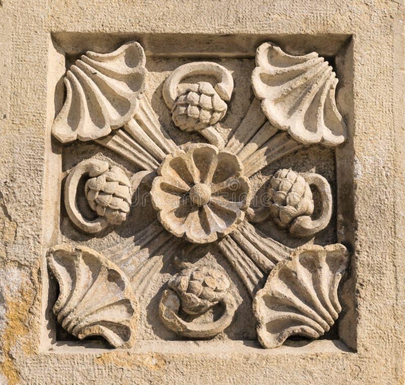 Het steen gesneden decoratieve oude ornament van de bloeminstallatie royalty-vrije stock afbeelding