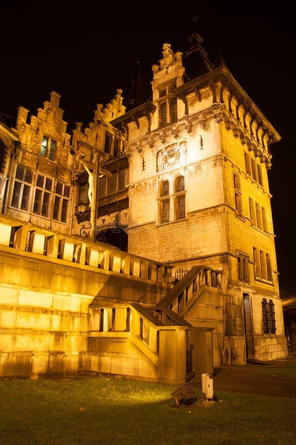 Het Steen - la pietra - a Anversa alla notte fotografia stock