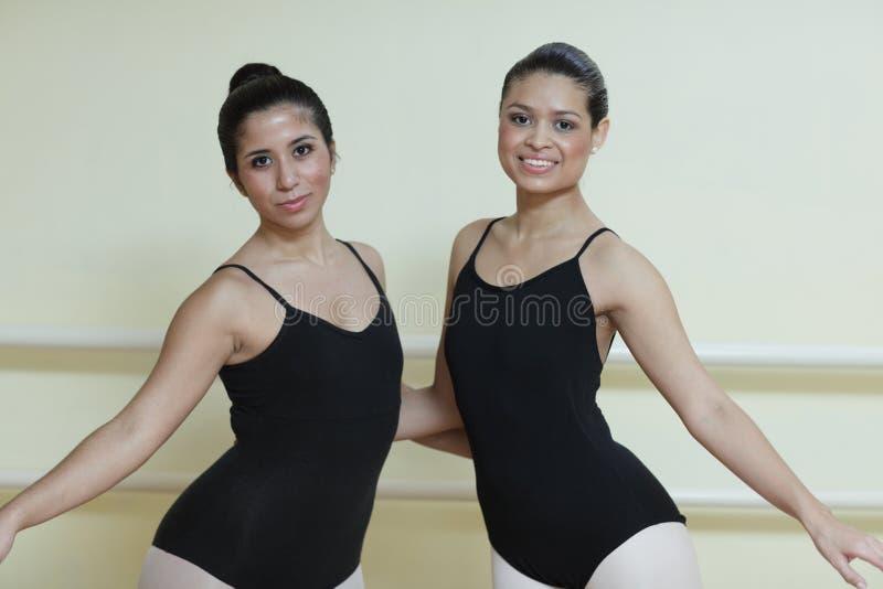 Het stellen van ballerina's stock afbeelding