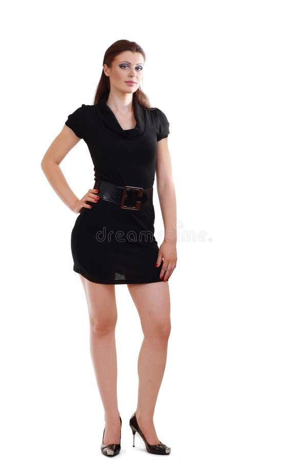 Het stellen van de vrouw in zwarte kleding royalty-vrije stock foto