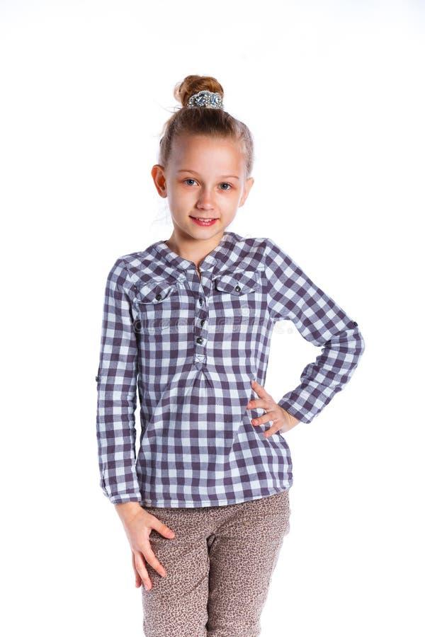 Download Het Stellen Van Het Meisje In Studio Stock Afbeelding - Afbeelding bestaande uit bruin, schoonheid: 54089775