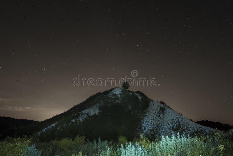 Het sterrige landschap van de Nacht royalty-vrije stock foto's