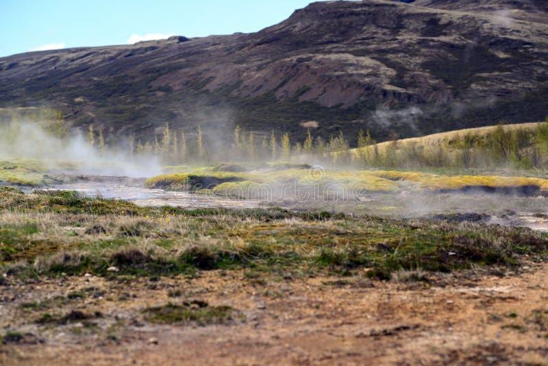 Het stomen van geothermisch warm water IJsland stock fotografie