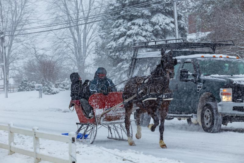 Het stormen door de Sneeuw royalty-vrije stock afbeelding