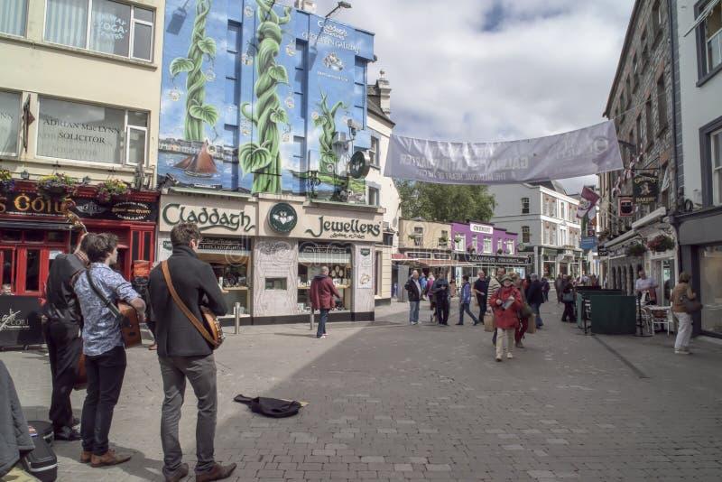 Het straatleven Galway, Ierland stock foto's