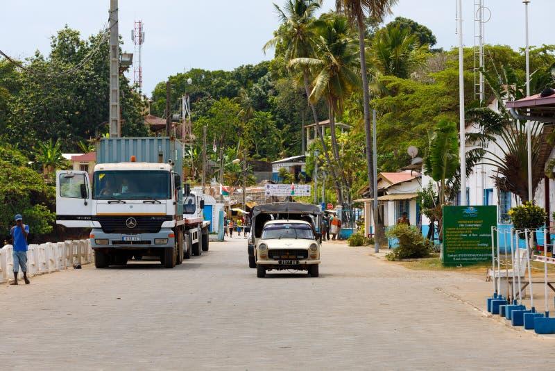 Het straatverkeer op Bemoeiziek is in Madagascar stock foto's
