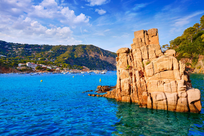 Het strand Cala Begur Girona van Aiguablava in Catalonië stock afbeeldingen