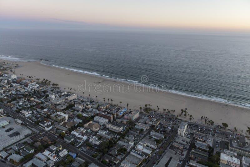 Het Strand Californië van Venetië na Zonsondergangantenne stock foto