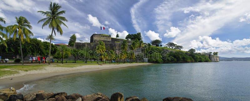 Het strand in centrum van Fort de France dichtbij muren van Fortsaint louis Fort DE Franc stock afbeelding