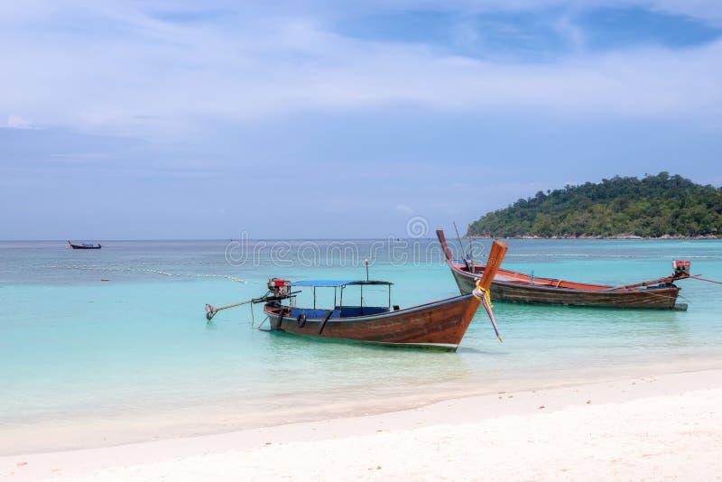 Het strand & de boot van Koh Lipe royalty-vrije stock foto